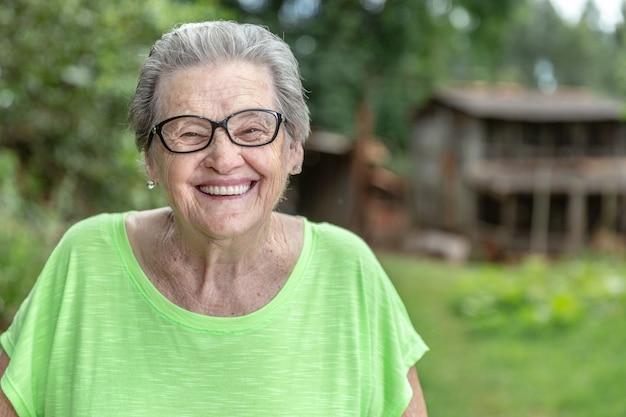 Heureux fermier brésilien âgé. Photo Premium