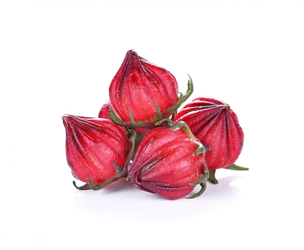 Hibiscus sabdariffa ou fruits roselle isolés sur fond blanc Photo Premium