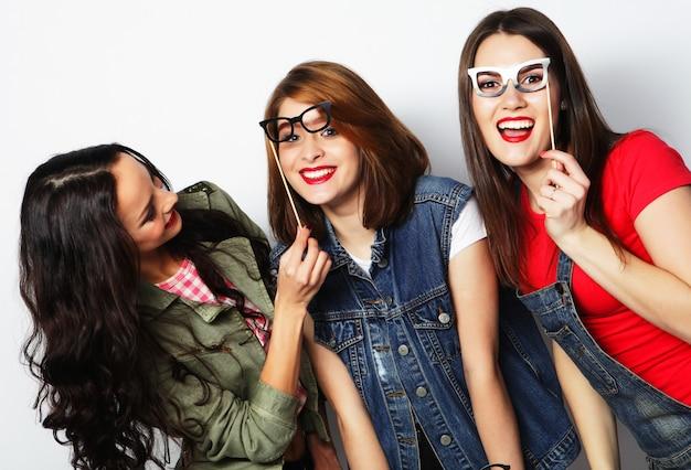 Hipster girls meilleurs amis prêts pour la fête Photo Premium