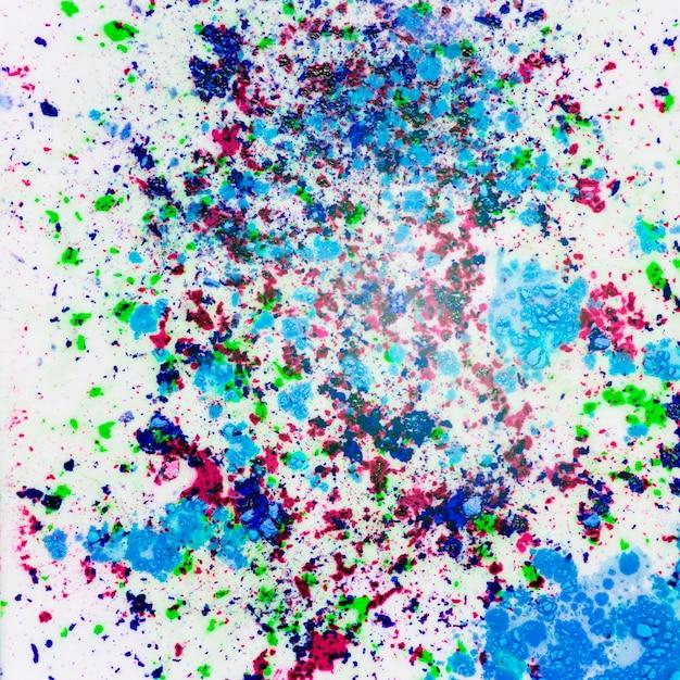 Holi éclaboussures de poudre de couleur sur fond blanc Photo gratuit