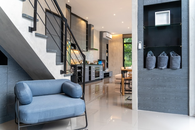 Home interior design dans le salon de la maison Photo Premium