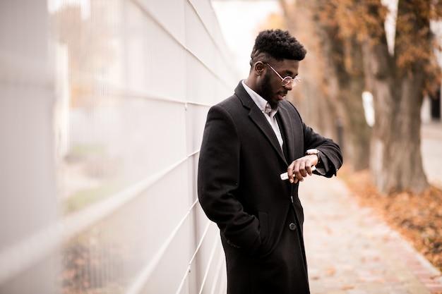 Homme d'affaires africain-américain Photo gratuit