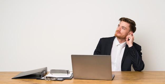 Homme Affaires, Bureau, Penser, Idée Photo Premium