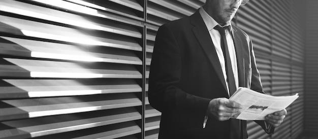 Homme d'affaires caucasien concept professionnel masculin Photo Premium