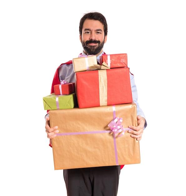 Homme D'affaires Habillé Comme Un Super-héros Tenant Des Cadeaux Photo gratuit