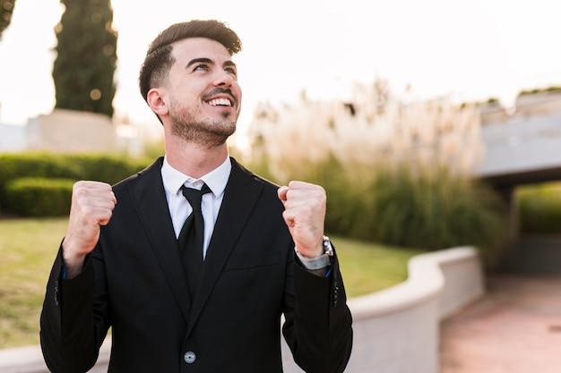Homme D'affaires Heureux Photo Premium