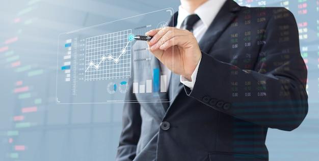 Homme D'affaires Montrent Augmenter L'investissement De Part De Marché Photo Premium
