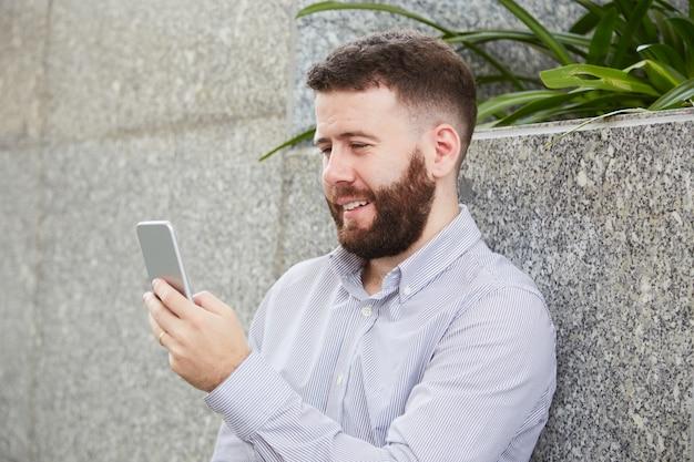 Homme D'affaires Par Vidéoconférence Photo gratuit