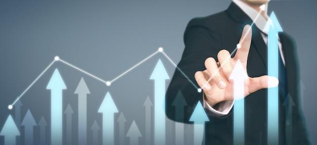 Homme D'affaires Plan Croissance Graphique Augmentation Des Indicateurs Positifs Du Graphique Dans Son Entreprise Photo Premium