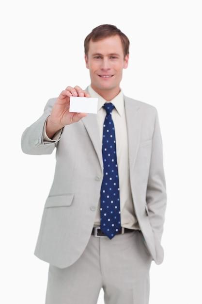 Homme d'affaires présentant sa carte de visite Photo Premium