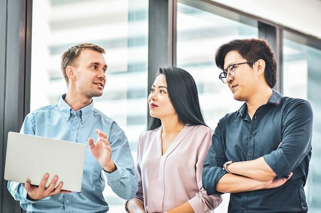 Homme Affaires, Réunion, Affaires, équipe, Bureau Photo Premium