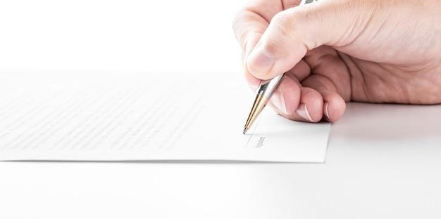 Homme D'affaires Signe Un Contrat, Détails Du Contrat Commercial Photo Premium