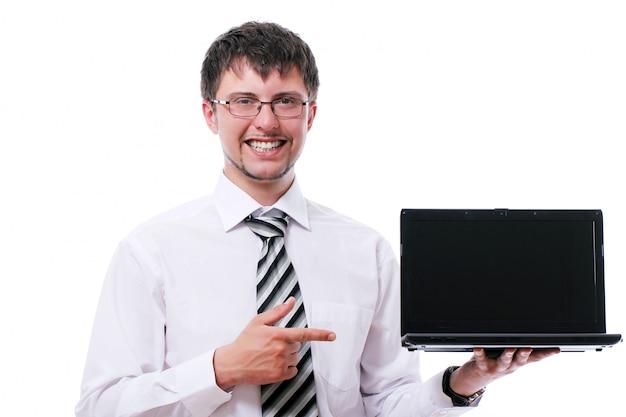 Homme D'affaires Souriant Pointant Sur L'écran Du Portable Photo gratuit