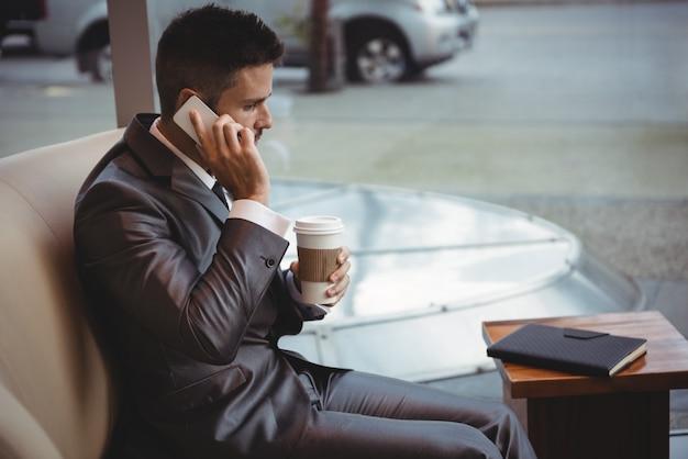 Homme Affaires, Tenue, Café, Conversation, Mobile, Téléphone Photo gratuit