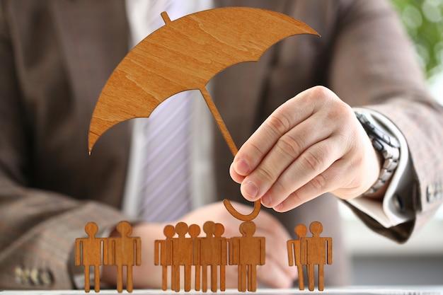 Homme Affaires, Tient, Bois, Parapluie, Main Photo Premium