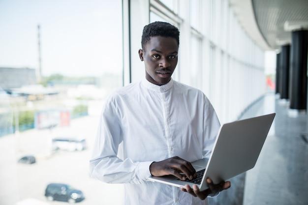 Homme Affaires, Travailler, Ordinateur Portable, Moderne, Bureau Photo gratuit