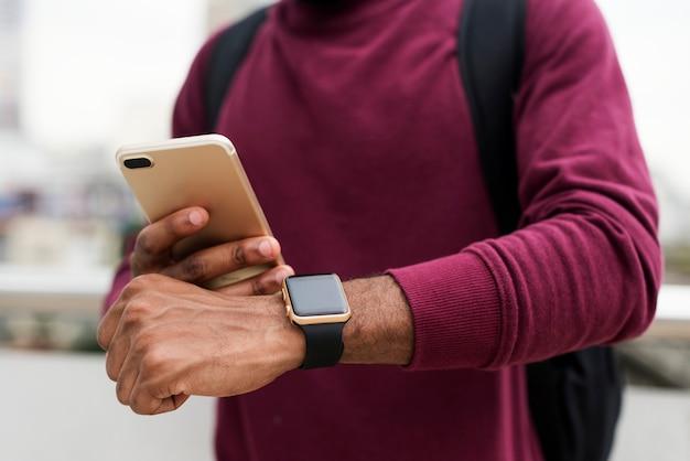 Homme africain, utilisation, téléphone portable Photo gratuit