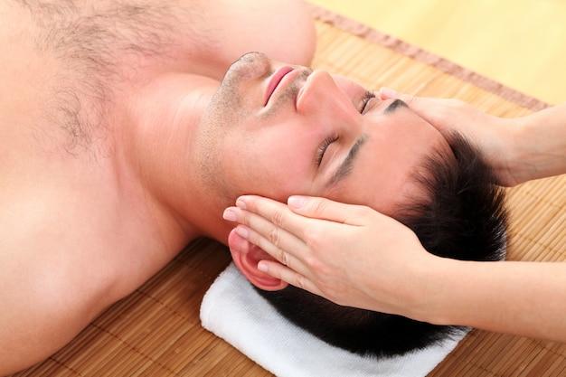 Homme, Apprécier, Massage Visage Photo gratuit