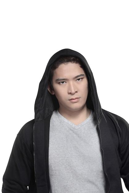 Homme asiatique en chemise à capuche Photo Premium