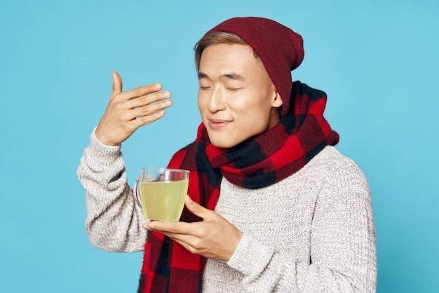 Homme Asiatique Dans Des Vêtements D'hiver Chauds Posant Photo Premium