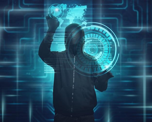 Homme cagoulé avec masque utilisant un écran virtuel pour pirater Photo Premium