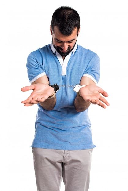 Homme Avec Chemise Bleue Avec Menottes Photo gratuit