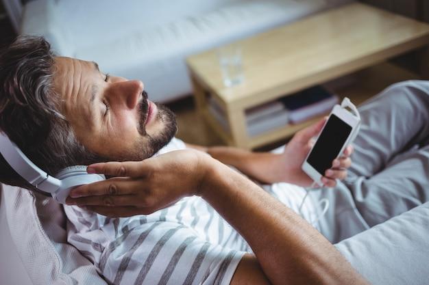 Homme, écoute, Musique, écouteurs Photo Premium