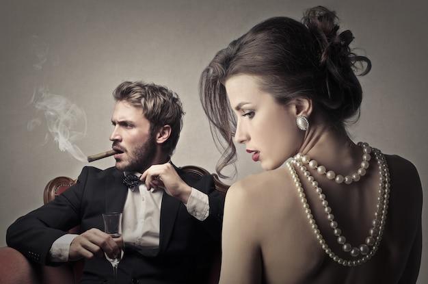 Homme élégant avec une jolie femme Photo Premium