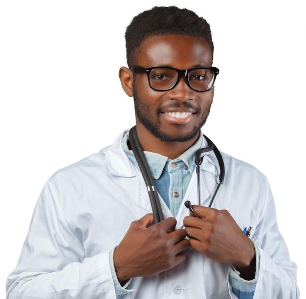 Homme médecin africain isolé sur fond blanc Photo Premium