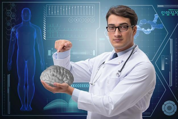Homme médecin avec le cerveau dans le concept médical Photo Premium