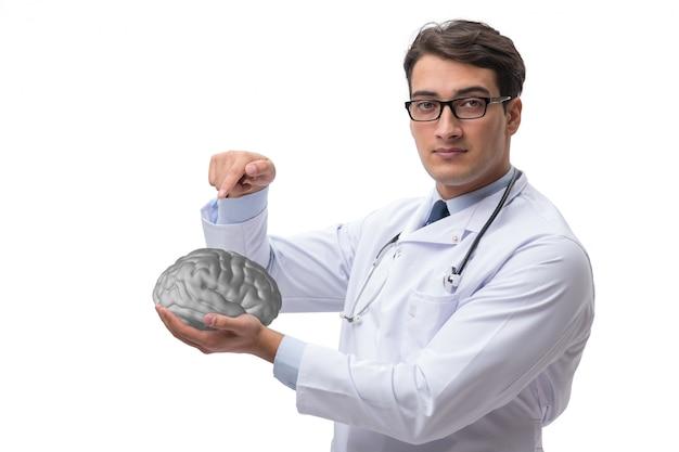 Homme médecin avec le cerveau isolé sur blanc Photo Premium