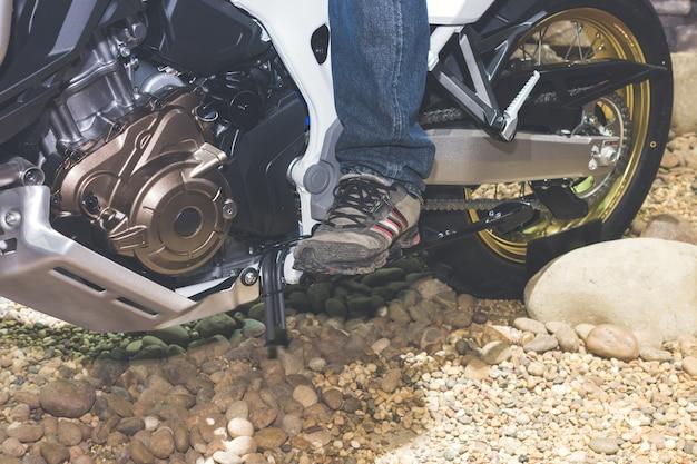Homme à moto Photo Premium