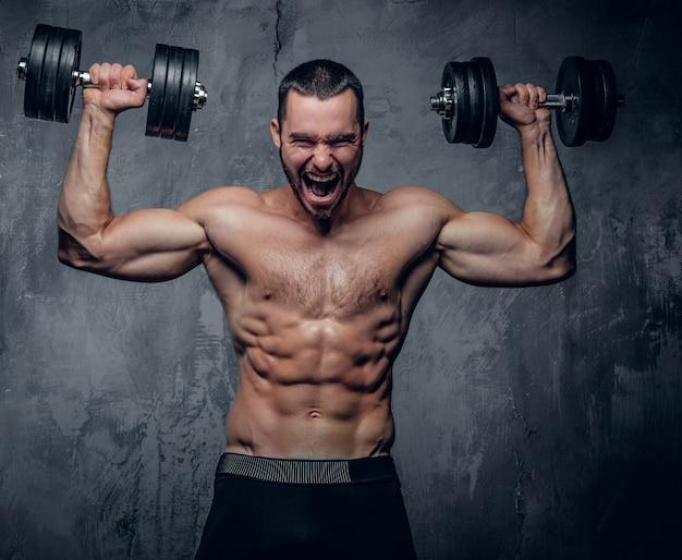 Homme Musclé Faisant Des Exercices D'épaule Photo Premium