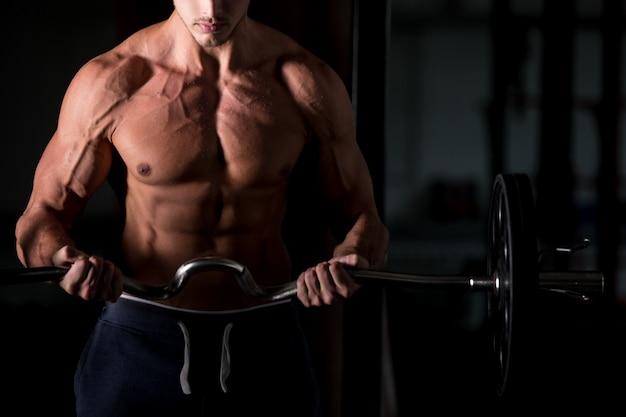 Homme musculaire, levage, barre, gym Photo gratuit