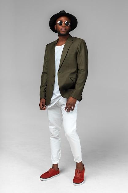 Homme noir afro-américain élégant Photo Premium