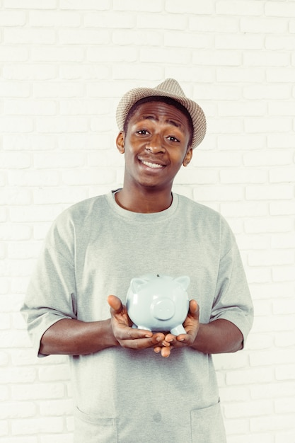 Homme Noir Avec Tirelire Photo Premium