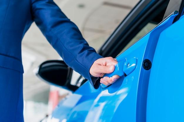 Homme, ouverture, porte voiture Photo gratuit