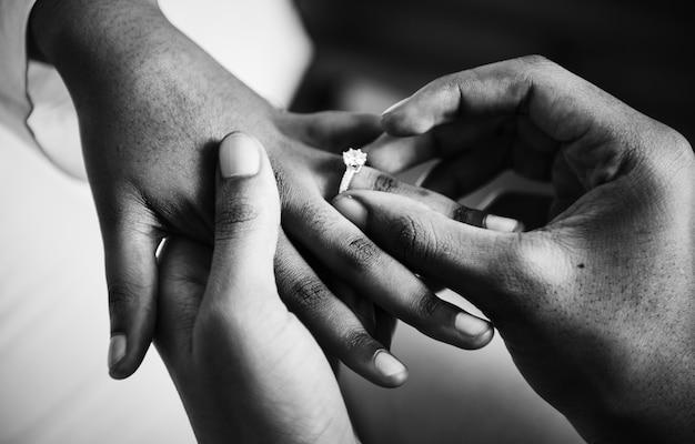 Homme proposé pour le mariage Photo gratuit