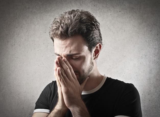 Homme Qui Pleure Triste Photo Premium