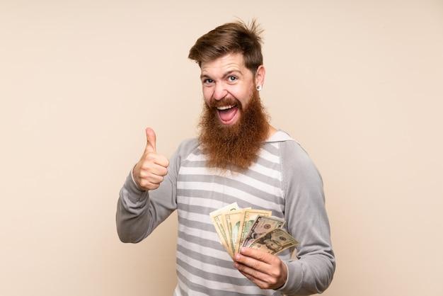 Homme Rousse à Longue Barbe Prenant Beaucoup D'argent Photo Premium