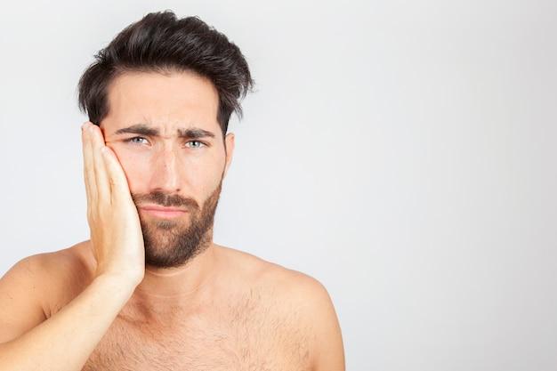Homme souffrant de mal de dents Photo gratuit
