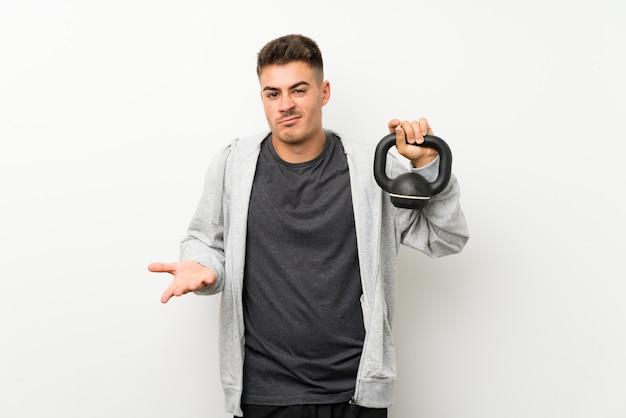 Homme de sport faisant des gestes de doutes tout en soulevant les épaules Photo Premium