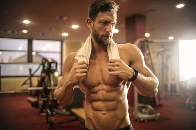 Homme sportif musclé Photo Premium