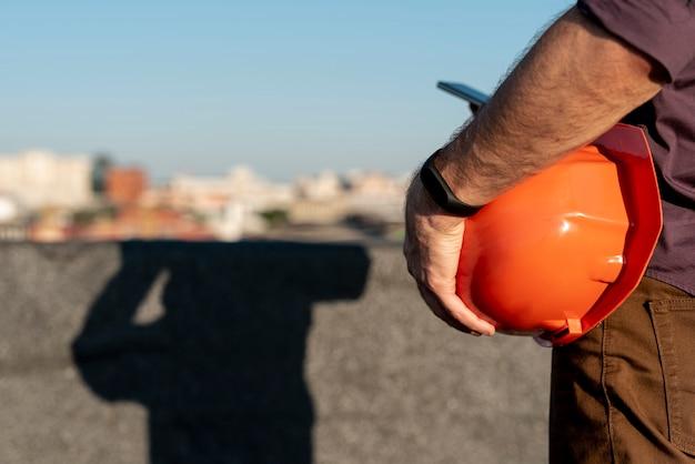 Homme, tenue, orange, casque Photo gratuit