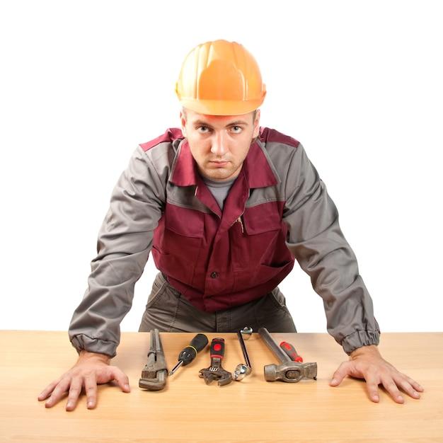 Homme Travaillant Avec Des Outils Photo Premium
