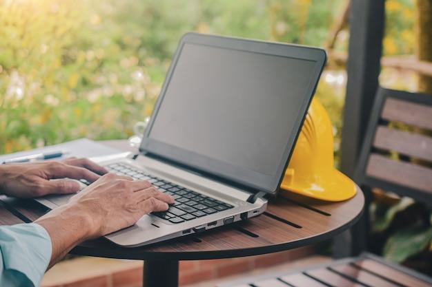 Ordinateur - Portable - Informatique - SchoolMouv - Géographie - CM2