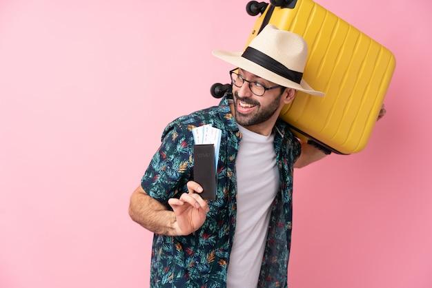 Homme Voyageur Avec Valise Photo Premium