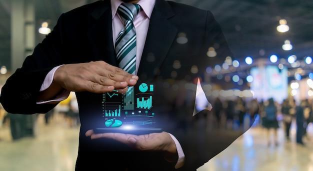 Hommes d'affaires et graphiques d'investissement technologie financière Photo Premium