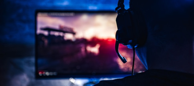 Hommes Jouant à Des Jeux Vidéo Photo Premium