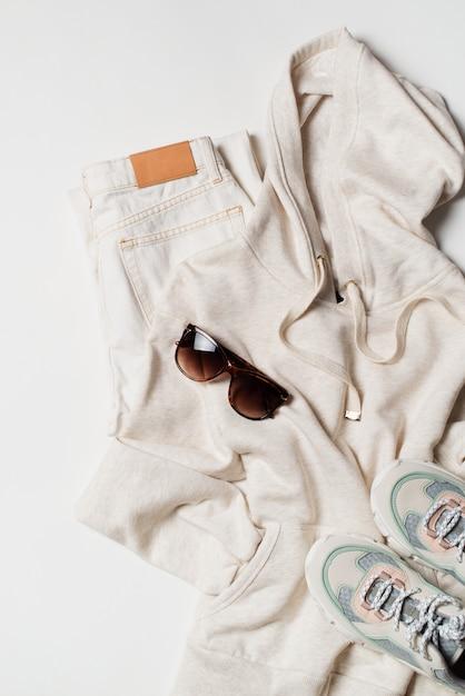 Hoodies et baskets à la mode Photo Premium